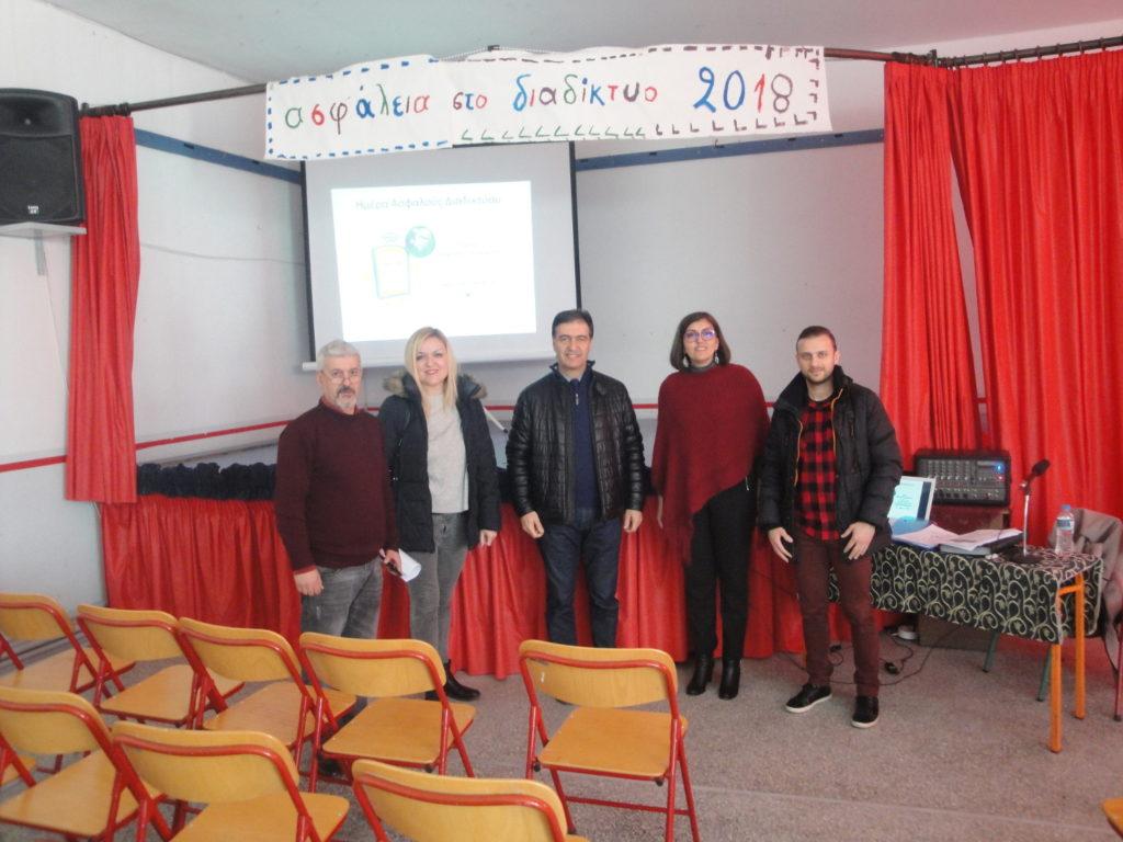 αναμνηστική φωτογραφία με τους ομιλητές της εκδήλωσης